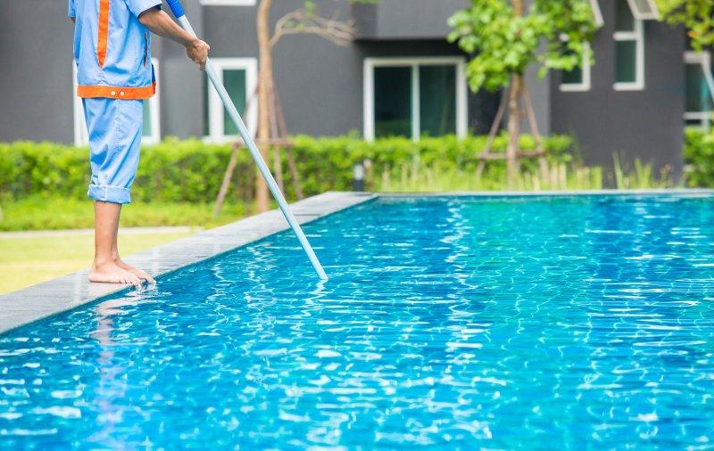 Come fare manutenzione fai da te alla tua piscina
