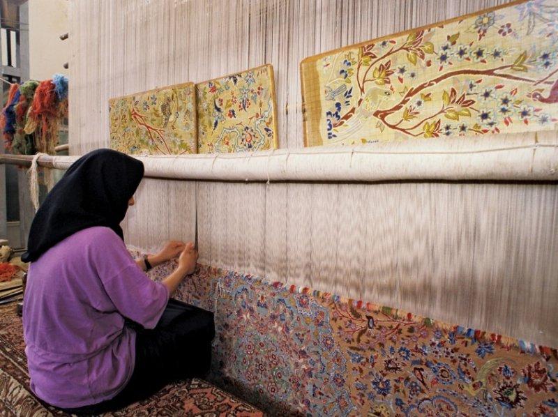 produzione-tappeti-persiani-annodatura-materiali-disegno-geometrie-nodi-colori
