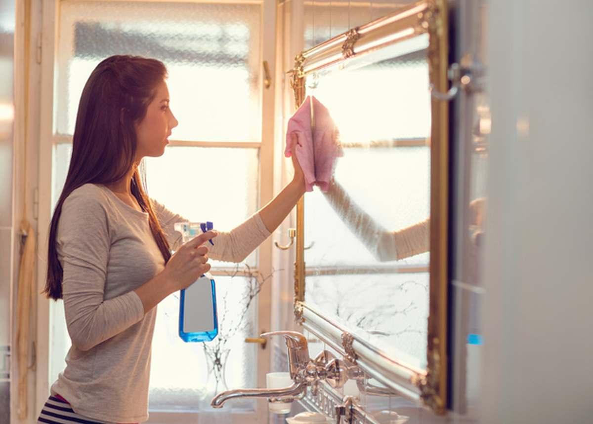 come-pulire-uno-specchio-da-parete