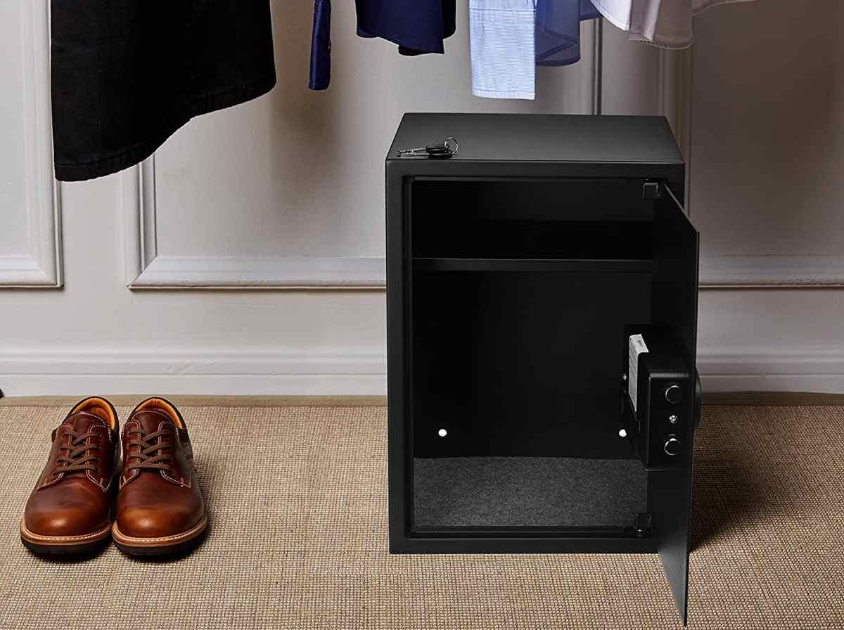 amazon-basics-cassaforte-per-casa-ad-uso-domestico-con-chiave-e-combinazione-numerica