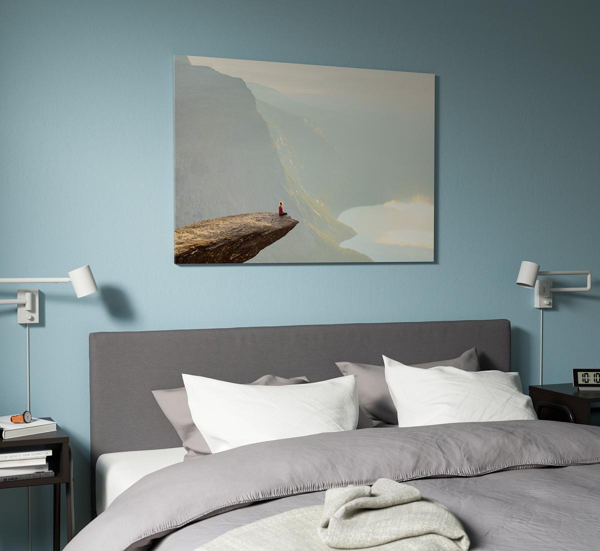 quadro-stampa-su-tela-ikea-fiordi-norvegesi-uomo-meditazione-camera-da-letto